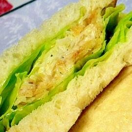ポテトチップスでつくるサンドイッチ