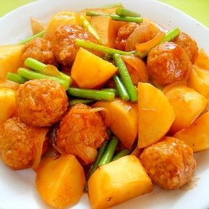 肉団子とじゃがいもニンニクの芽のケチャップ煮