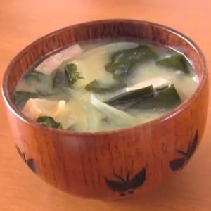 玉葱とじゃがいもの味噌汁(動画レシピ)