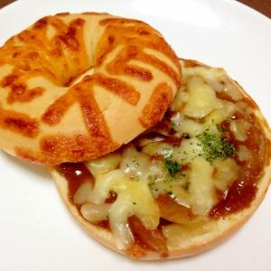 朝食に☆チーズカレーベーグルトースト