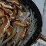 椎茸しめじのキノコたっぷり大根スープ
