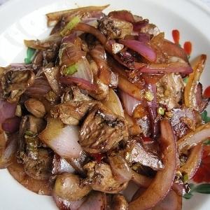 鶏ハツと玉ねぎの炒め物クミン風味(孜然鶏心)