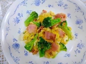 ベーコンとブロッコリーの卵炒め