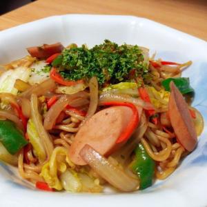 魚肉ソーセージ白菜玉ねぎ人参ピーマンの焼きそば