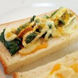 タル/マヨ/カレーで ほうれん草とチーズのトースト