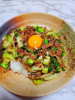 青梗菜と舞茸のスタミナそぼろ丼