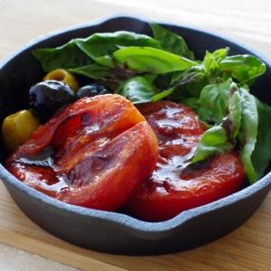 スキレット鍋で熱々!!ジューシー トマトステーキ♪