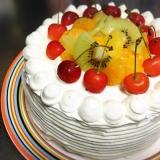 デコレーションケーキ(さくらんぼ、パイナップル他)