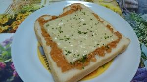 ダブルソフトで☆ひきわり納豆とチーズのトースト