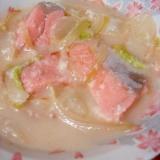 栄養満点で温まろ◎白菜と鮭のミルク・スープ