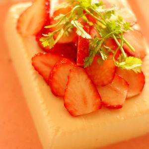 簡単!可愛い!美味!【苺と豆腐のフレンチサラダ】
