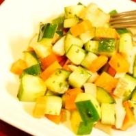 ピクニックにも最適、季節野菜のキューブサラダ
