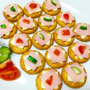 ミニミニ可愛い♪ハムとチーズのクラッカー♡