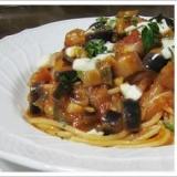 ナスとモッツァレラのトマトソースのスパゲッティーニ