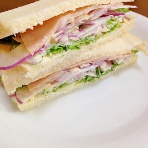 ハムと水菜と紫玉ねぎのサンドイッチ