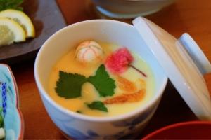 鯛で取った出汁で絶品茶碗蒸し