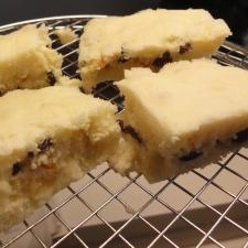 ルクエ☆スチームケースで☆オレンジレーズン蒸しパン