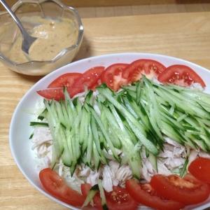 ご飯が進む、鶏ササミのボリュームサラダ