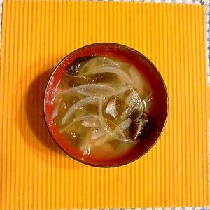 新玉とワカメの味噌汁♪