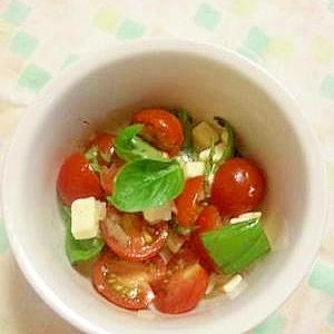 トマトとバジルのサラダ