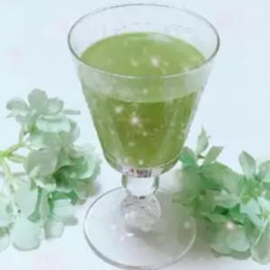 青汁でグリーンソーダ