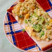ブロッコリーと卵のオープンサンド