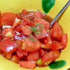 トマトの角切りサラダ