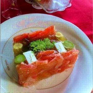 おもてなしにスモークサーモンと野菜のテリーヌ