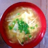 白菜とえのきだけのお味噌汁