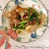 豚肩ロース、玉葱、にんにくの芽の炒め物