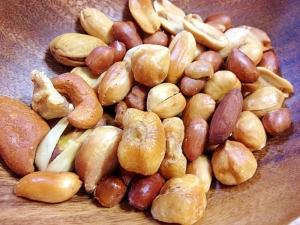 フライパンで燻製☆ミックスナッツ