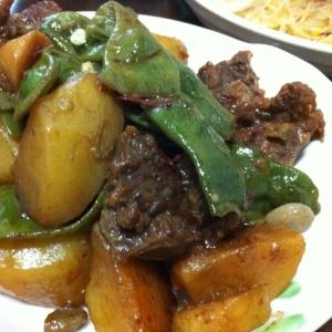 牛ばら肉とじゃがいもの中華煮