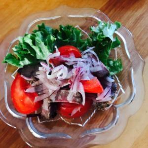 紫玉ねぎとミディトマト、ローストビーフのサラダ