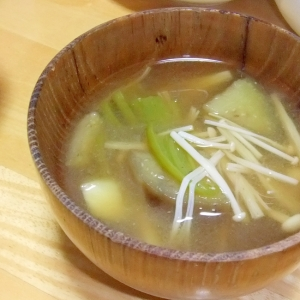 エノキ茸・茄子・シシトウ・じゃがいもの味噌汁