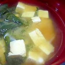 おかわかめと豆腐の味噌汁