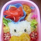 娘の幼稚園弁当(キティちゃん?)