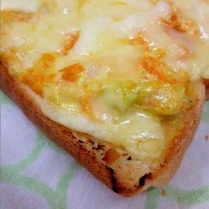 簡単ヘルシー!キャベツとニンジンのチーズトースト♪