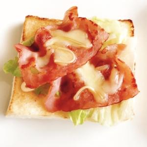 朝食やブランチに♡ベーコンとチーズのトースト