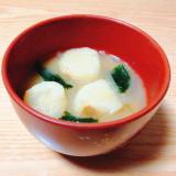 玉ねぎと麩とわかめの味噌汁