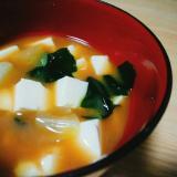 豆腐とキャベツとわかめのみそ汁
