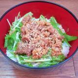 水菜と牛バラ薄切り肉の甘辛炒め丼