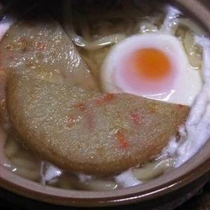 あったかい 丸天と卵の鍋焼きうどん