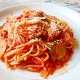 フライパンdeズッキーニとベーコンのトマトパスタ