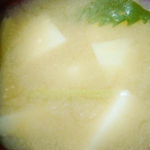 山菜みずとじゃがいもの味噌汁