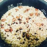 昆布で旨味UP!冷めても美味しいオリジナル雑穀米
