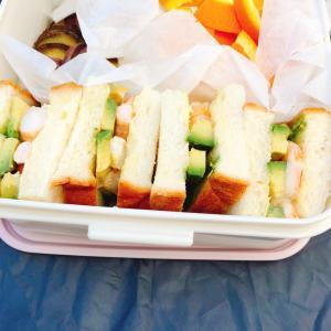 えびアボカドのサンドイッチ