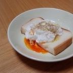 ポーチドエッグで朝食