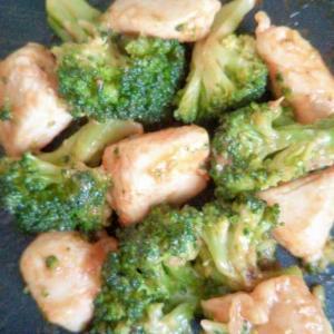 鶏肉とブロッコリーのケチャマヨ炒め