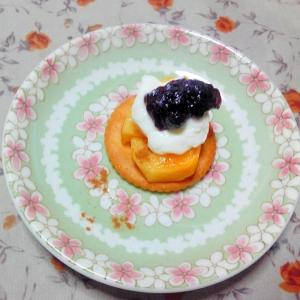 ヨーグルトとブルーベリージャムの柿リッツ♪