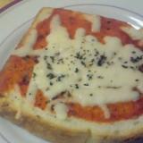 バジルとチーズのピザトースト